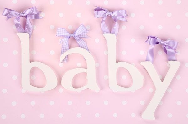 Dekoracje do pokoju niemowlaka - literki