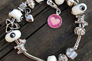 Pamiątkaz czasu karmienia piersią – biżuteria z mlekiem mamy