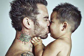 Dzieci i ich wytatuowani rodzice