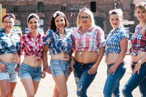"""""""Mamy brzuszek, macierzyństwo bez retuszu"""" – projekt, który pozwala zaakceptować kobietom ciało po porodzie"""