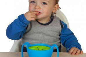 Kubek niewysypek – idealne rozwiązanie gdy dziecko zaczyna samodzielnie jeść