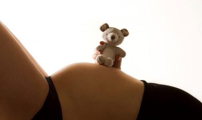 Pozycja do snu w ciąży – jaka jest zalecana przez lekarzy?
