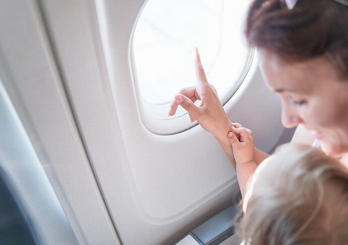 Dziecko w samolocie – instrukcja dla rodzica