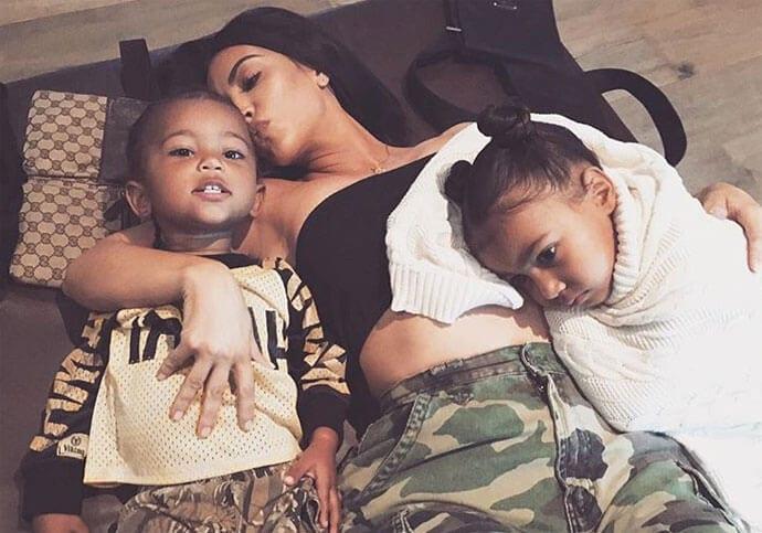 Kim Kardashian – czy jej dziecko urodzi surogatka?