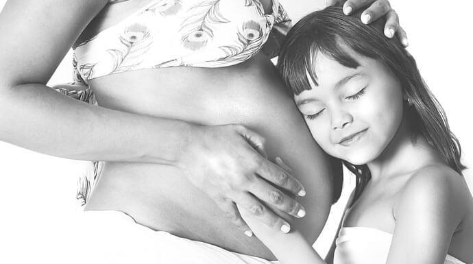Ciąża w późnym wieku zaszkodzi Twojej córce