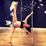 Allison Sipe tańczy na rurze w 8 miesiącu ciąży