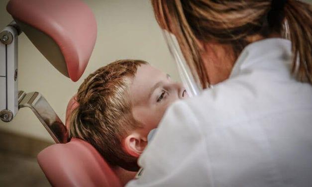 Niebezpieczne infekcje zębów u najmłodszych