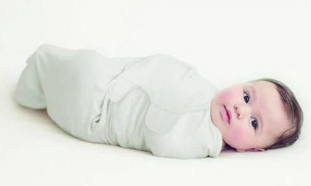 Otulacz dla niemowląt SwaddleMe – poznaj zalety otulania