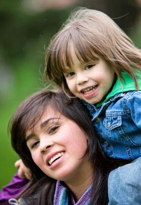 Kobiety, które jako nastolatki lub czterdziestolatki zostają matkami.