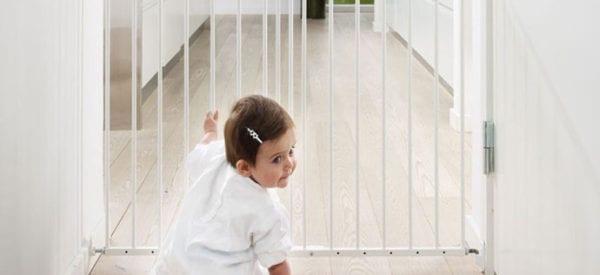 Jak zabezpieczyć mieszkanie, gdy dziecko stawia pierwsze kroki?