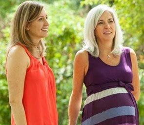 Pięćdziesięcioletnia kobieta w ciąży robi coś niezwykłego dla swojej córki