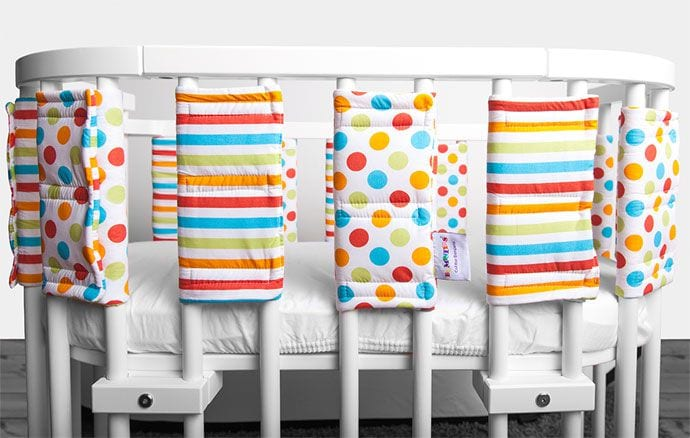 Ochraniacze na szczebelki do łóżeczka – czy warto je mieć w łóżeczku?