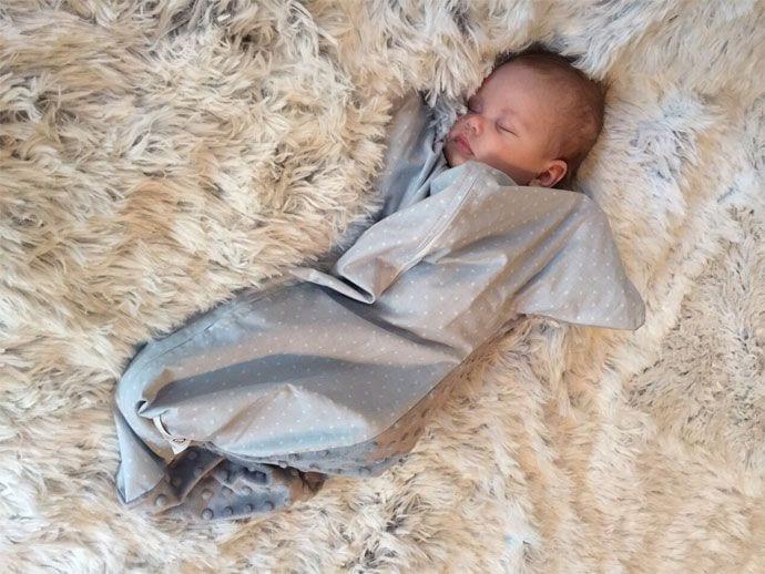 Dlaczego warto otulać niemowlę?