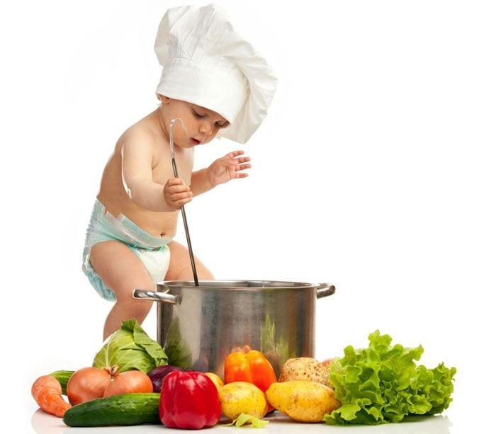 Co powinny jeść małe dzieci, a przed czym warto je chronić?