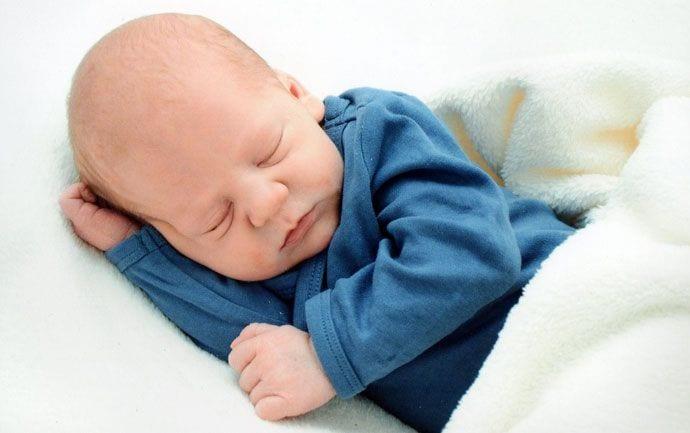 Pierwsza wizyta u noworodka – jak się zachować?