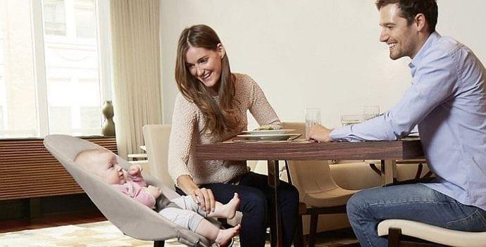 Leżaczek dla niemowlaka – zbędny gadżet czy przydatne rozwiązanie
