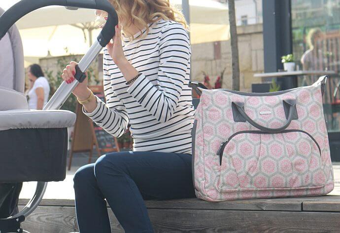 Modna, pojemna i  praktyczna – taka powinna być torba dla mamy!