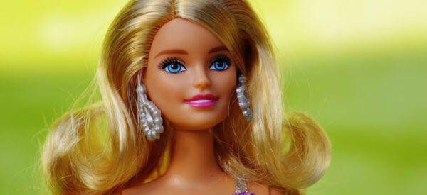Lalki Barbie rozwijają wyobraźnię i umiejętności społeczne