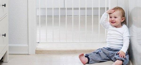 Bezpieczeństwo malucha w domu - pomocne akcesoria