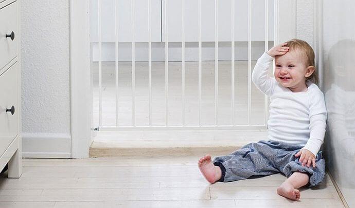 Bezpieczeństwo malucha w domu – pomocne akcesoria