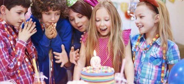 Niezapomniane przyjęcie urodzinowe dla dzieci. Jak zorganizować kinderbal?