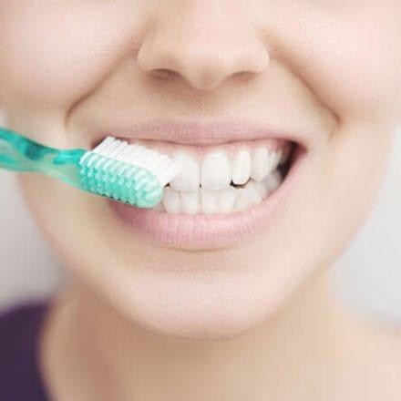 Domowe sposoby na wybielanie zębów - czy są skuteczne?