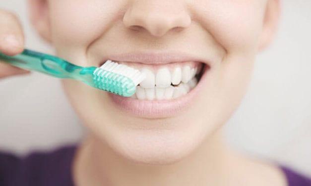 Domowe sposoby na wybielanie zębów – czy są skuteczne?