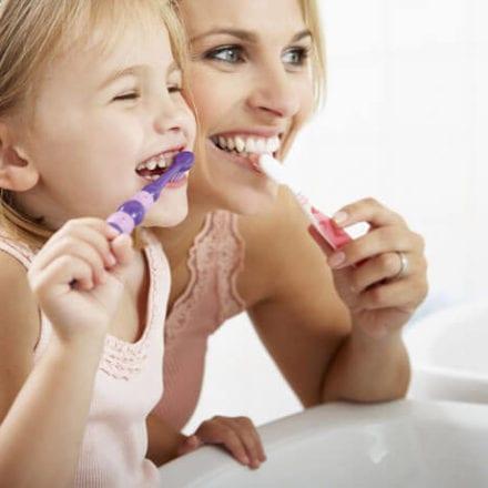 """Dzień bez mycia zębów - czy """"jeden raz"""" ujdzie bez konsekwencji?"""