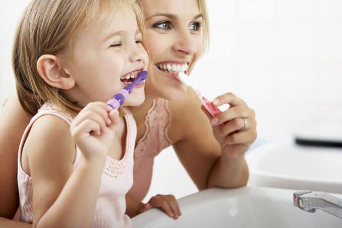 """Dzień bez mycia zębów – czy """"jeden raz"""" ujdzie bez konsekwencji?"""