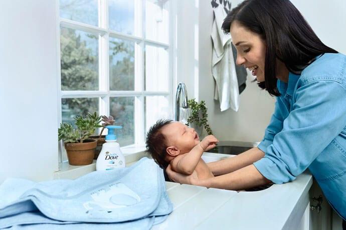 Nawilżanie skóry dziecka z Baby Dove. O czym warto wiedzieć? Na co zwrócić szczególną uwagę?