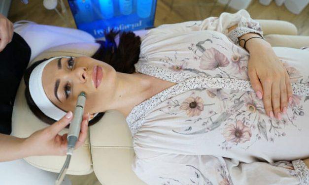 Mikrodermabrazja wodna Hydrafacial – innowacyjne oczyszczanie skóry