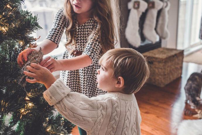 Jakie prezenty wybierać by nie przesłoniły dzieciom istoty świąt?