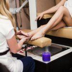 Pedicure kosmetyczny a podologiczny – jakie są różnice?