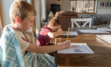 Izolacja oczami rodziców. Jak godzą pracę z opieką nad dziećmi?