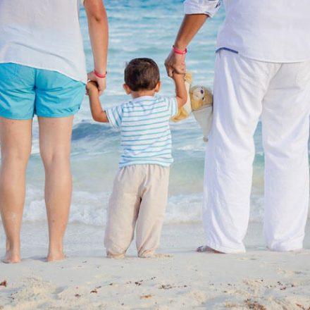 Pierwsze wakacje z maluszkiem – o czym należy pamiętać i jak się do nich przygotować?
